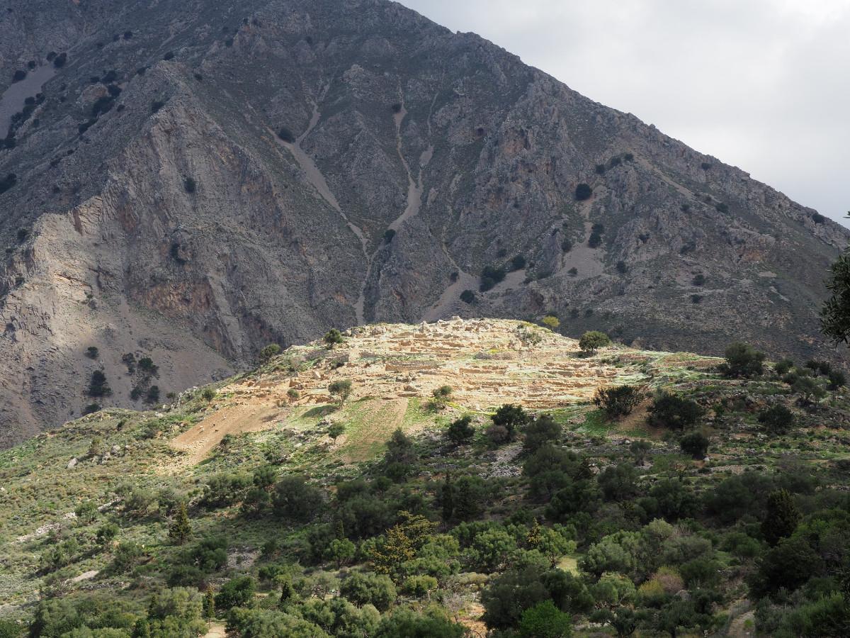 Le site mycénien d'Azoria / Η μυκηναϊκή τοποθεσία Αζοριά / The Mycenaean site of Azoria / Die mykenische Stätte von Zagoria